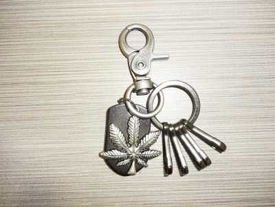 Metal & Leather Keychain - Leaf